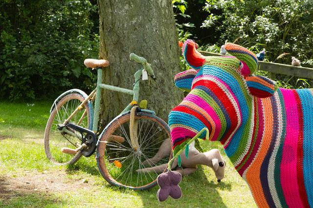 Cow-and-bike-yarn-bombing-Mørke-Djursland-HejRene-5